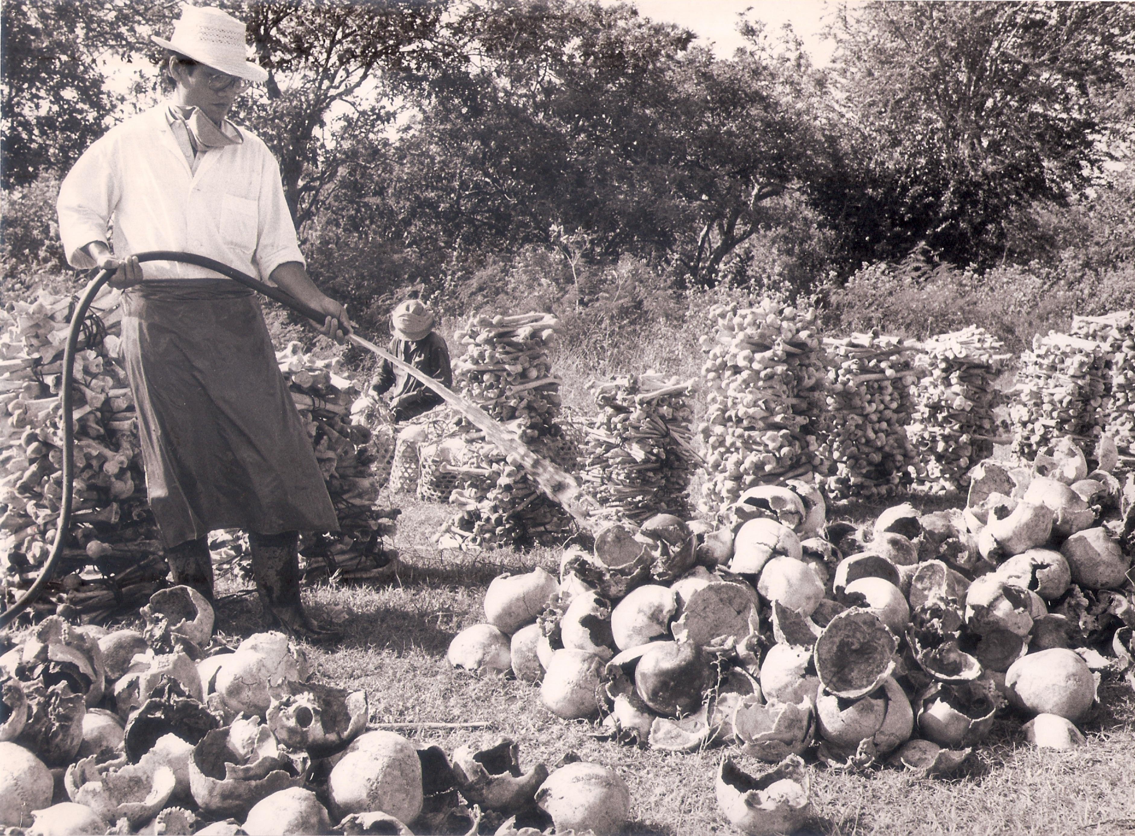 vietnamesescientistsonkampucheakillingfields19881